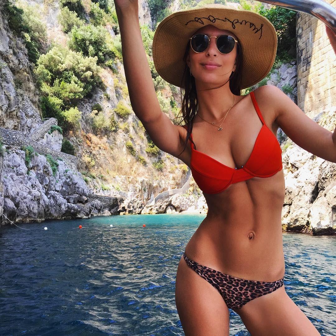 Emily-Ratajkowski-in-a-Bikini-3
