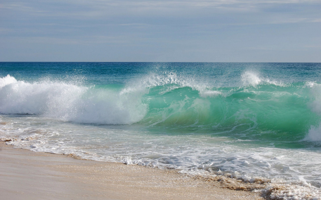 turqoise-wave-hugging-the-shore-beach-hd-wallpaper-2560x1600-8025